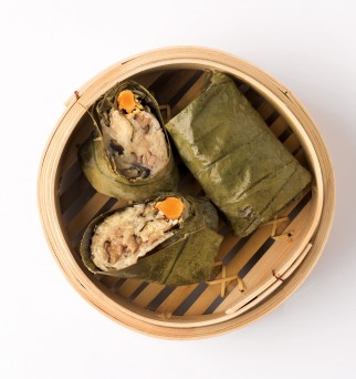 G028 Steamed Glutinous Rice Wrapped With Lotus Leaf